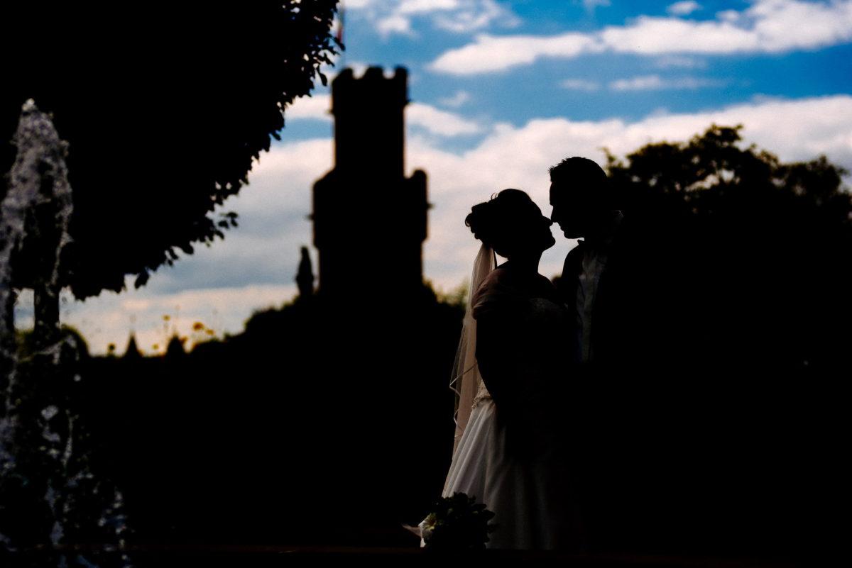 heiraten, Hochzeitsfotografie, Brautpaar, Schatten, Turm, Himmel, Wolken