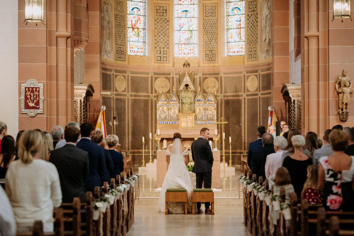 Kiche Wörth, Kirchenschiff, Brautpaar, heiraten, Hochzeitsfotografie