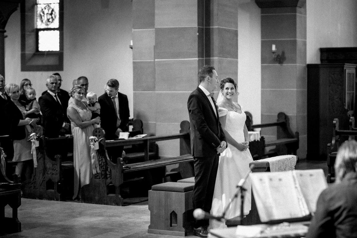 heiraten, Hochzeitsfotografie, Kirche Wörth, Brautpaar, Trauung