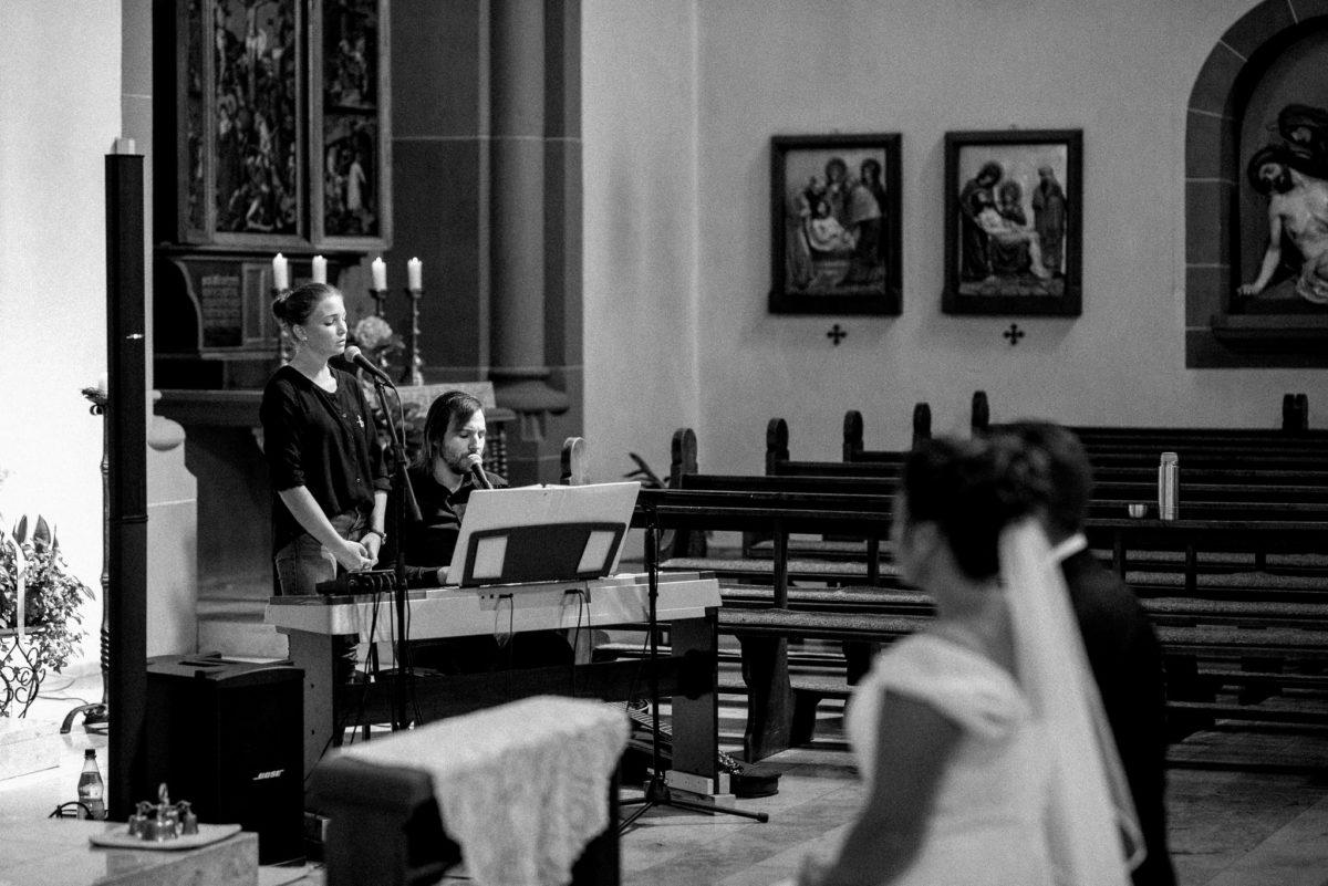 Kirche Wörth, heiraten, Hochzeitsfotografie, Musik, Brautpaar
