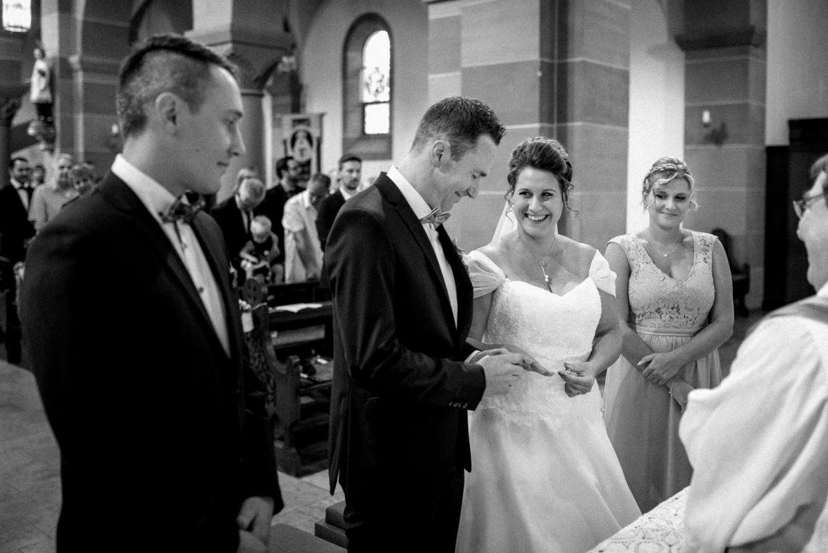 Ringtausch, heiraten, Brautpaar, Trauzeugen, Hochzeitsfotografie