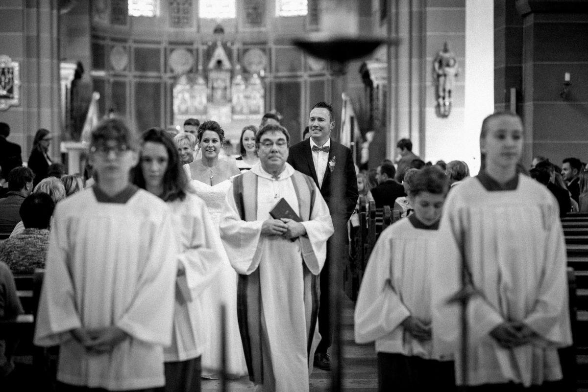 heiraten, Hochzeitsfotografie, Pfarrer, Ministranten, Brautpaar