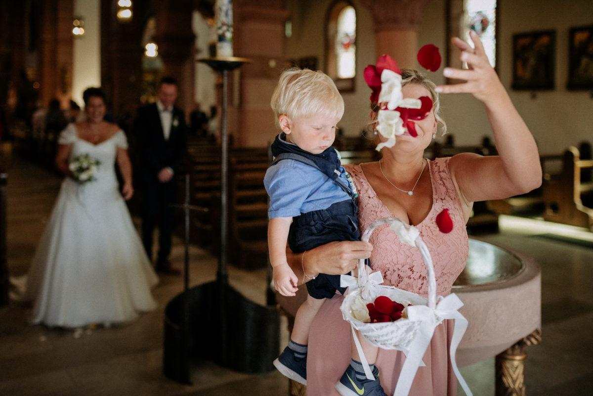 Hochzeitsfotografie, Brautpaar, Blumenmädchen, Junge, heiraten