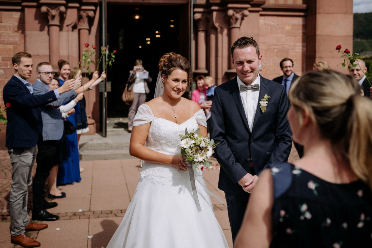 Brautpaar, heiraten, Spalier, Brautstrauß, Kirche Wörth