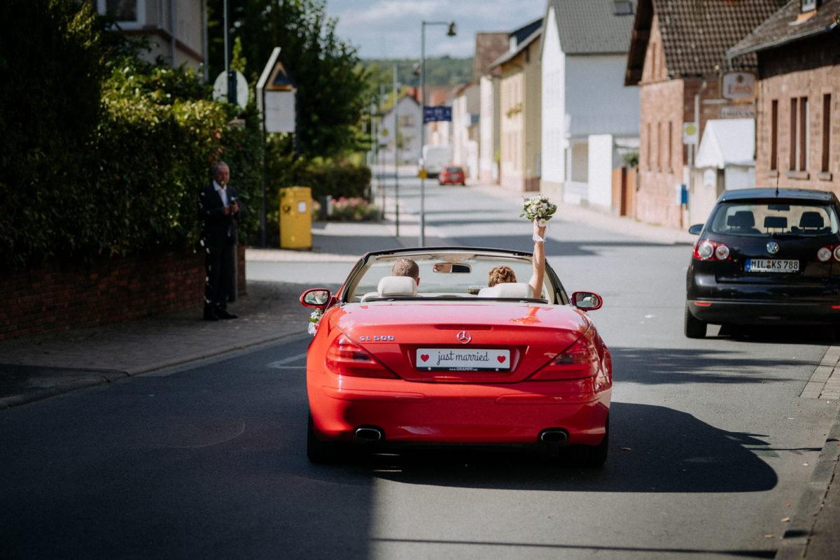 Just Married, Cabrio, Mercedes, Brautstrauß, Brautpaar