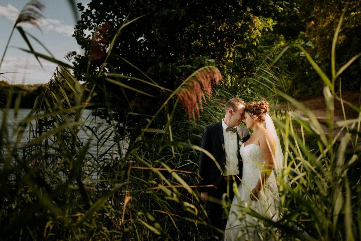 Hochzeitsfotografie, heiraten, Brautpaar, Honisch Beach Niedernberg, Natur