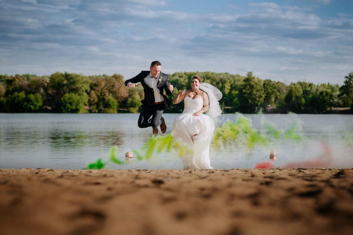 Hochzeitsfotografie, heiraten, Brautpaar, Honisch Beach Niedernberg, Strand