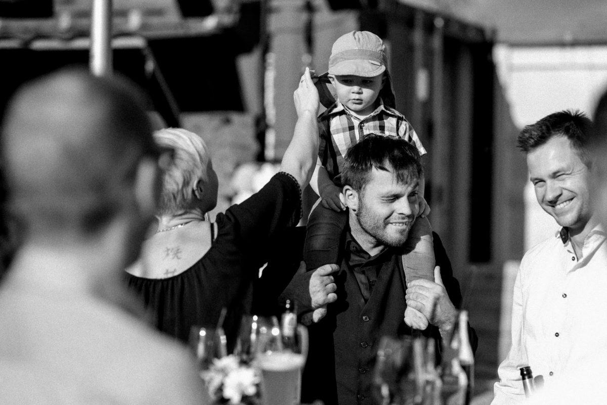 Hochzeitsfotografie, heiraten, Sonne, schwarzweiß, Kind, Mütze