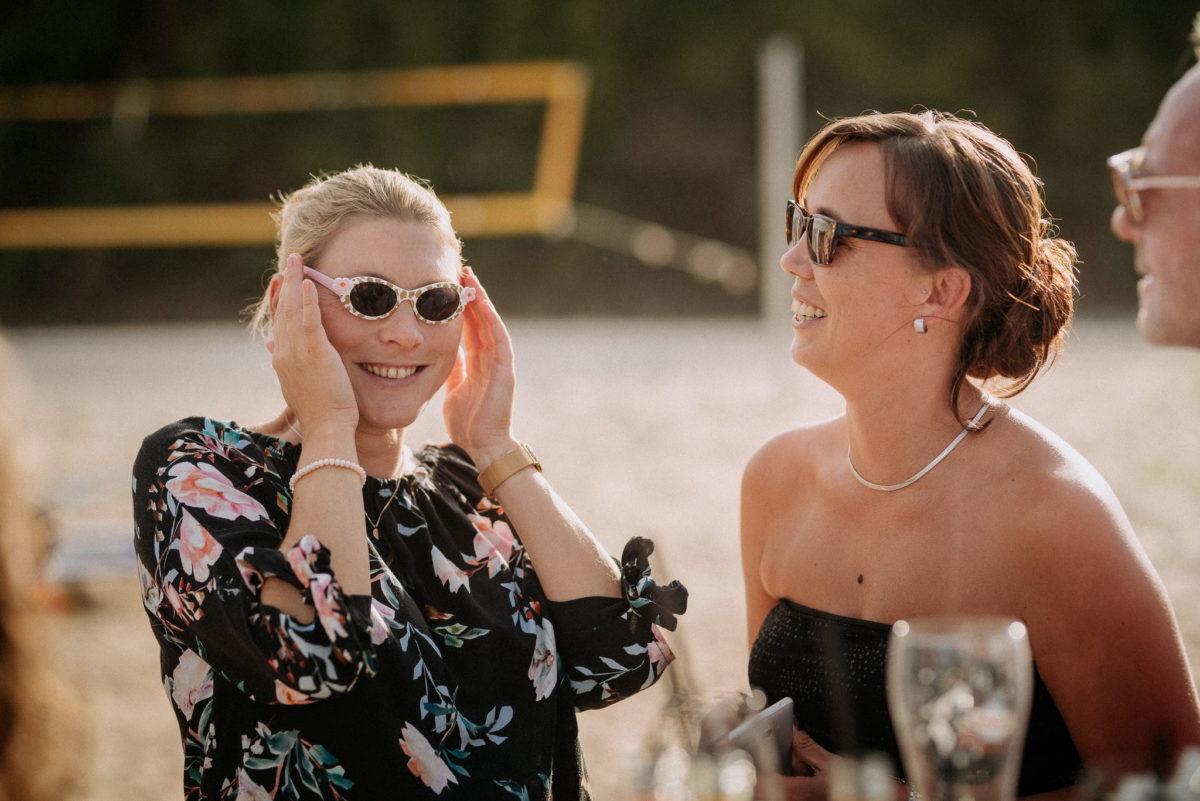 Hochzeitsfotografie, heiraten, Sonnenbrillen, Lachen, Frauen