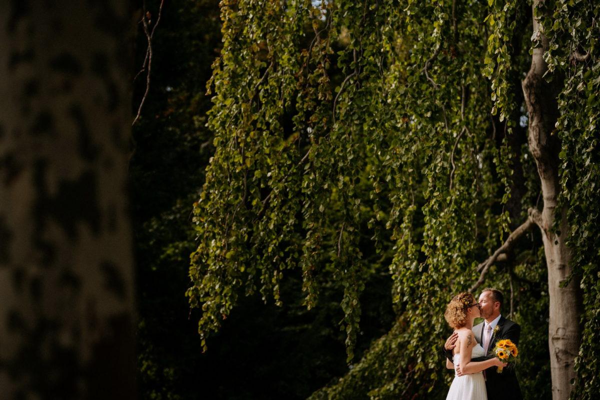 Hochzeit, heiraten, Hochzeitsfotograf, Brautpaar, Ehepaar, Bräutigam, Natur, Baum